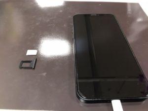 iPhone12のSIMカードトレイが詰まったが無事取り出せた