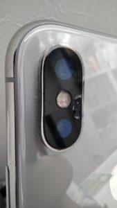 iPhoneXsのカメラが割れた状態