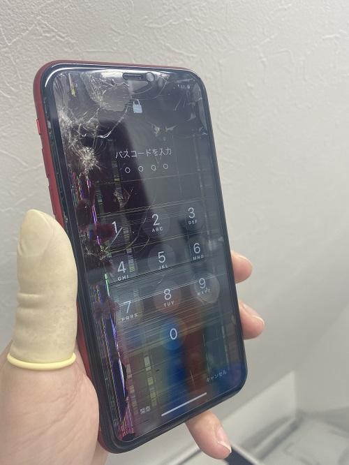 iPhone11画面に縦線や黒いシミ