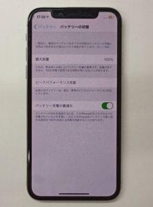 バッテリー交換修理で新品のバッテリーが取り付けられたiPhoneX画像