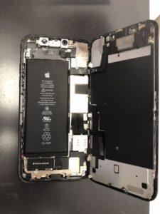 内部に水没の痕跡がみられるiPhone