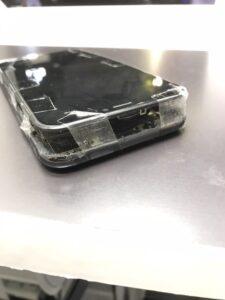 バッテリーの膨張をテープで食い止める1