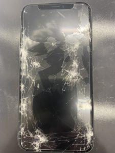 画面バキバキのiPhoneXs