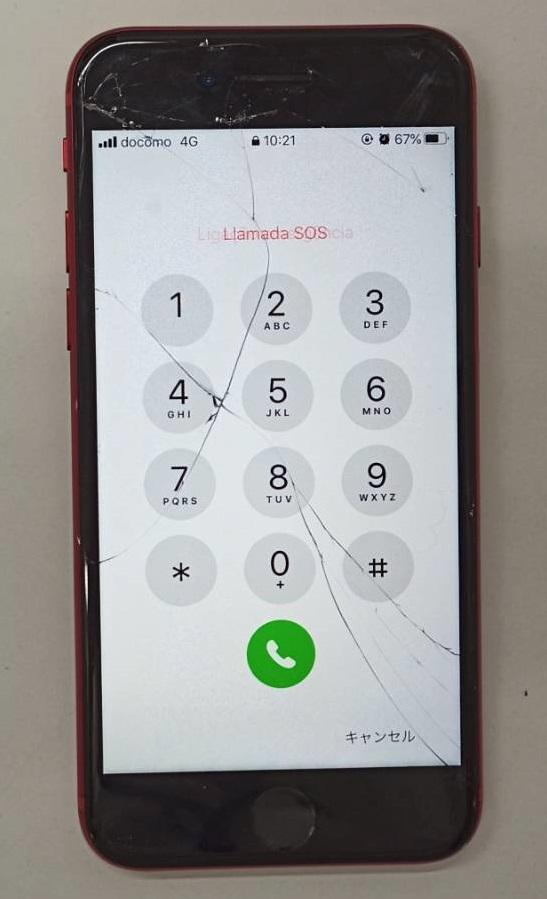 落として画面にひび割れが生じたiPhone8画像
