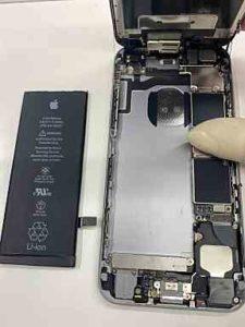iPhoneバッテリー交換の作業