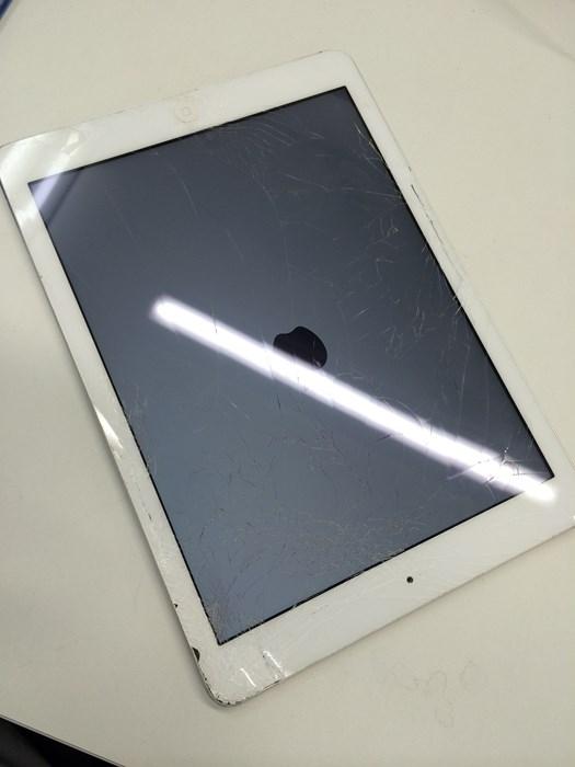 iPadのガラス割れ修理前