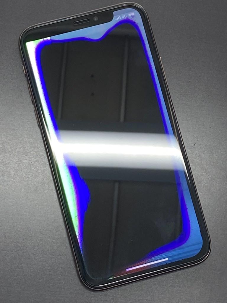 ほぼ見えないiPhoneXSの画面
