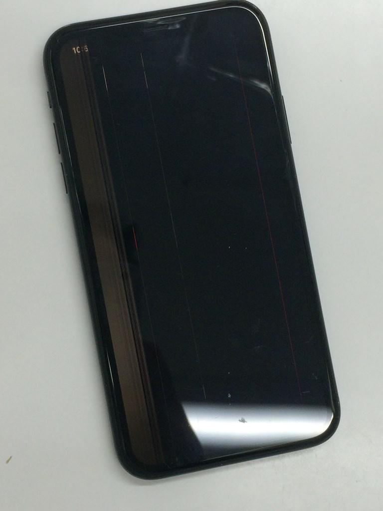 画面の左端しか映らなくなってしまったiPhoneXR