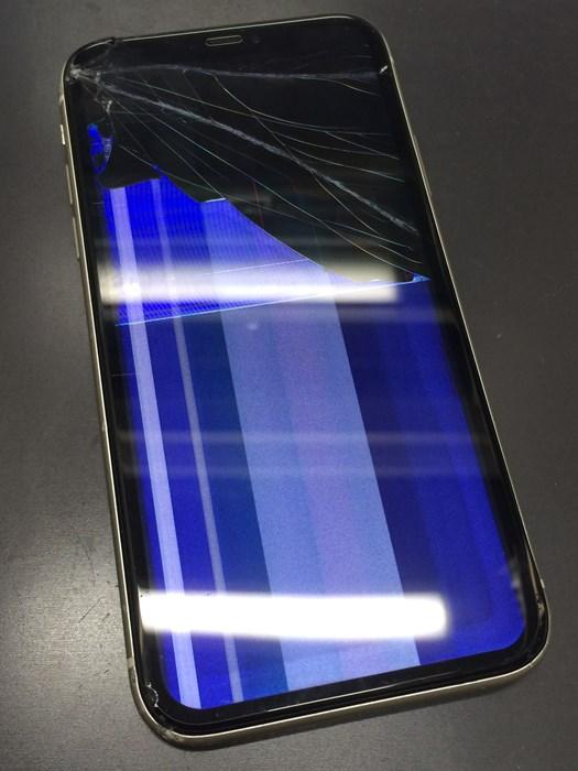 ガラス割れと表示不良を起こすiPhone11